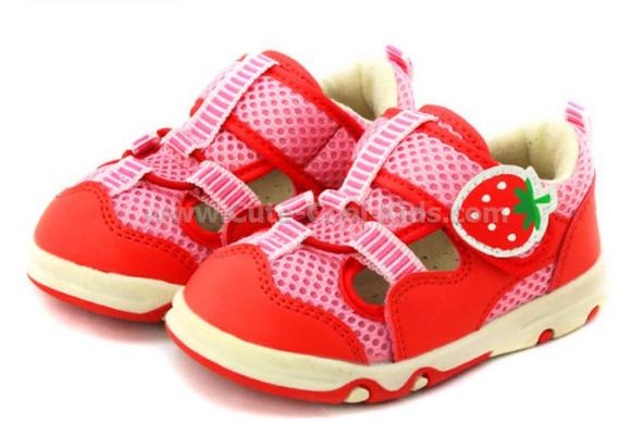 รองเท้าเด็ก สีชมพู Strawberry